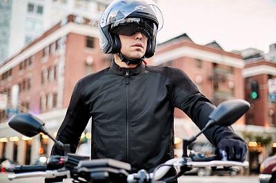 Commander son équipement moto en ligne auprès d'un spécialiste